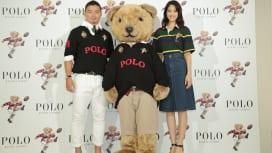 キッカーベアも似合う五郎丸 女優の山崎紘菜さんとともにワールドカップもPR
