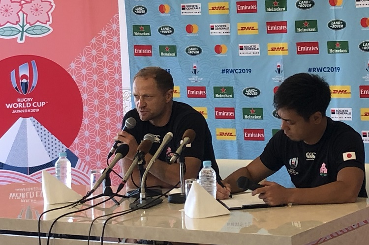 日本代表ブラウン コーチ、課題のキック対応へ「空中戦をエンジョイさせる」