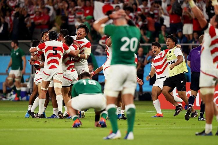 試合終了の笛が鳴り、日本、歓喜。うなだれるアイルランド(Photo: Getty Images)