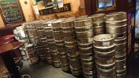 ビールを切らすな! NZ×南ア戦会場近くの英国風パブでは12時間でビール2200杯販売