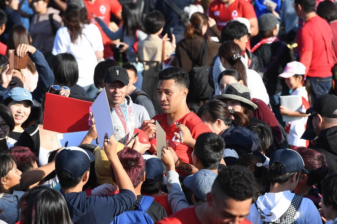 日本代表トゥポウ所属のコカ・コーラ、ホームグラウンドに史上最大の動員数。