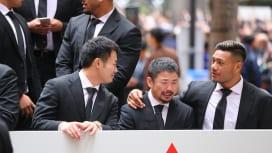 「感動をありがとう」。日本代表の感謝パレードに約5万人が詰めかける。