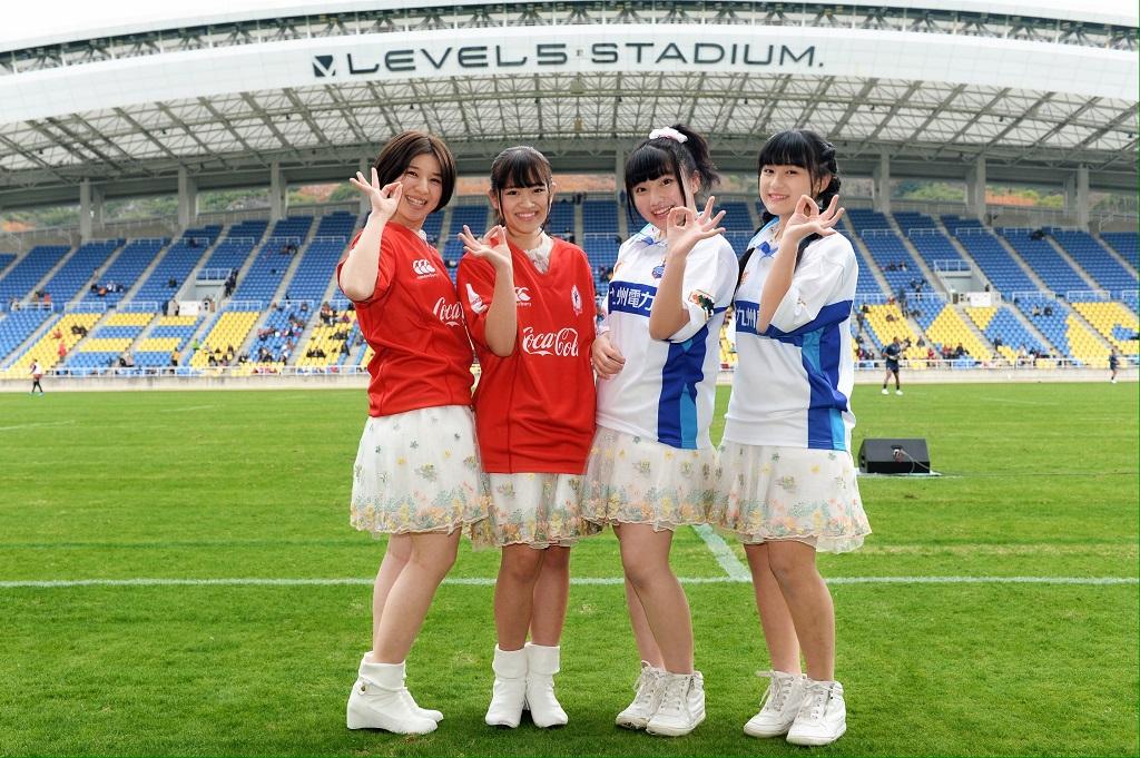 アイドルの天神三丁目華咲ケ少女達がトップチャレンジリーグを応援