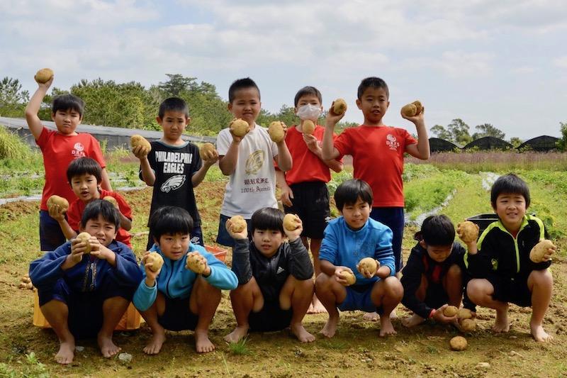 デイゴ ラグビースクール(沖縄)の子ども預かり支援を地元が称賛
