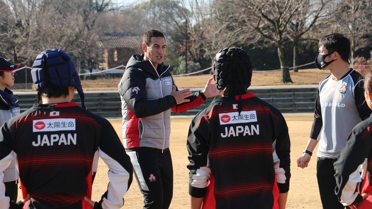 女子7人制日本代表のマキリ新HC、「選手の熱意感じた」。五輪へ向け最強の守備力目指す