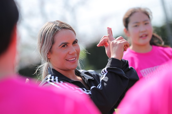 「セブンズを日本でもっと」。元NZ代表フリアナさん、女子中学生を指導。