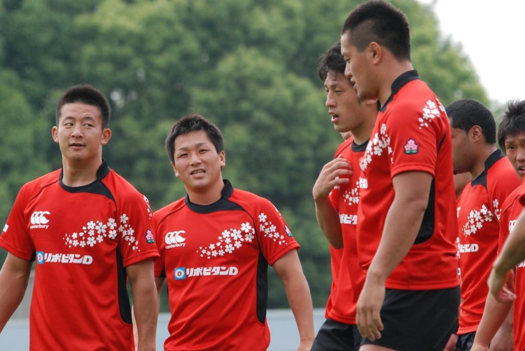 日本A代表BKのリーダー役を期待されるCTB山内、SO小野(左から)