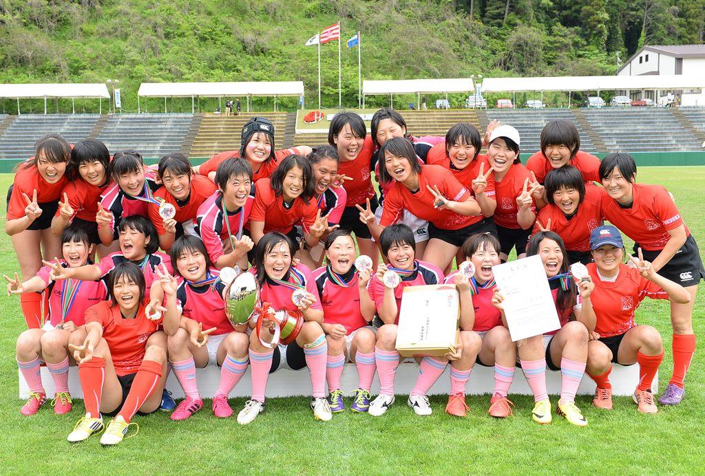 ワールドユース女子セブンズで優勝した関東選抜と3位福岡レディース(撮影:Hiroaki. UENO)