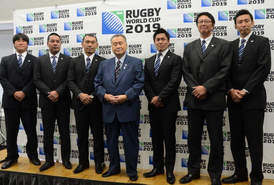 日本ラグビー協会の森喜朗会長とRWC2019アンバサダーに就任した元日本代表6名(撮影:松本かおり)