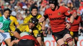 2010年度日本選手権決勝で激しくぶつかり合ったサントリーと三洋の選手たち