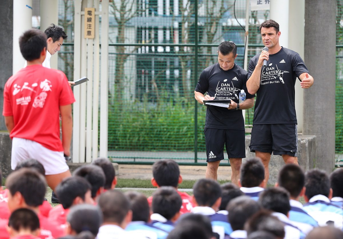 世界的スターのダン・カーターが来日。熊本、福岡の中学生を相手にクリニックを行った(撮影:早浪章弘)