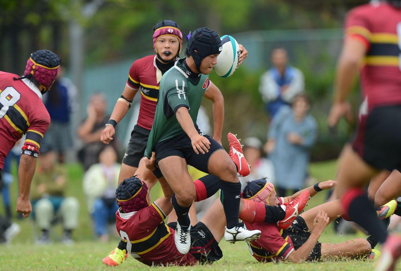 全国高校大会沖縄予選決勝。必死に食い下がる名護を振り切り、コザ(緑)が2年連続花園へ(撮影:BBM)