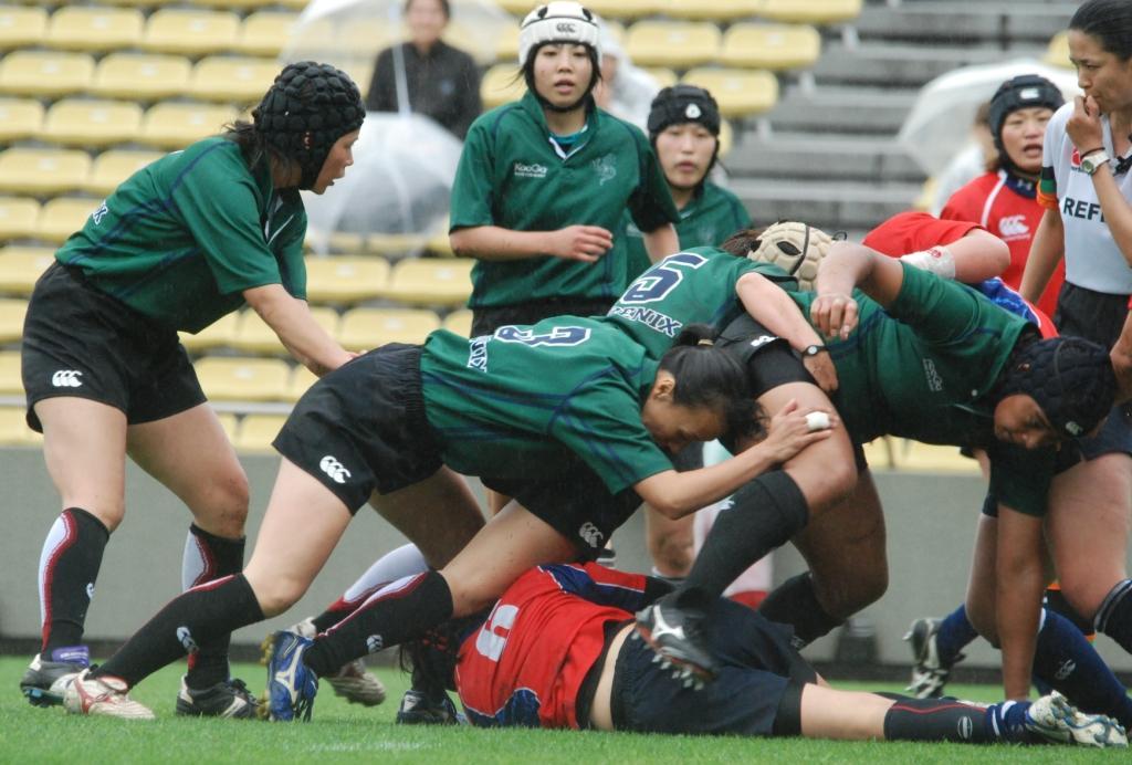 セブンズフェスティバル、PHOENIXと名古屋レディースの試合。女子ラグビーも盛り上がりを見せている
