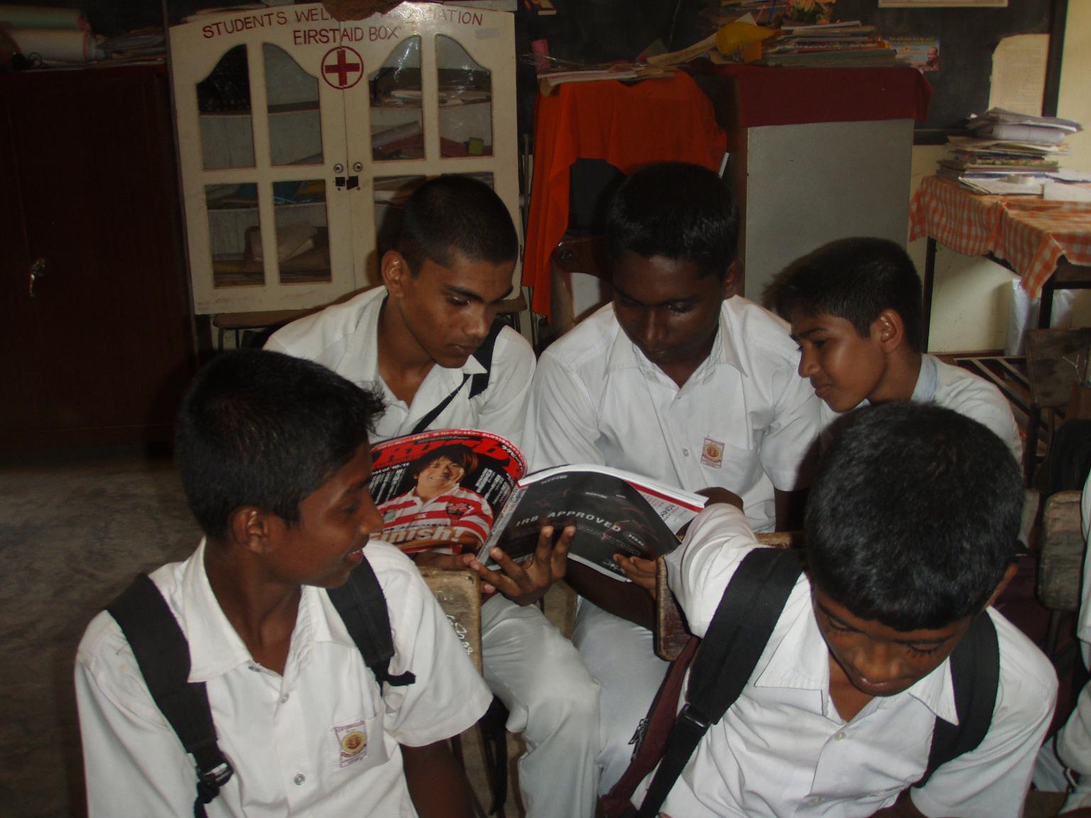 ラグマガ5月号『DAI HEART』に掲載されたスリランカ、ガルガムワのUBワンニナヤカ校の子供たち