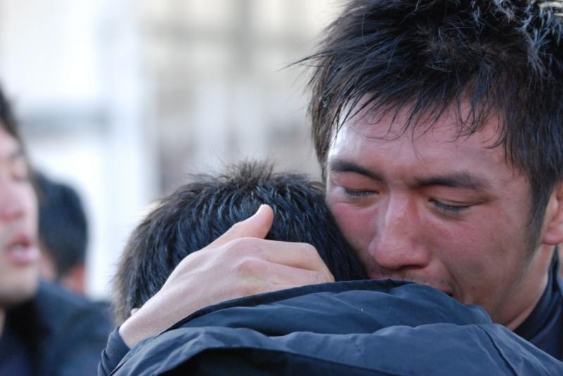 2回戦で敗れ、涙を流す青森北の選手たち。京都成章相手に好タックル連発で奮闘した(撮影:松本かおり)