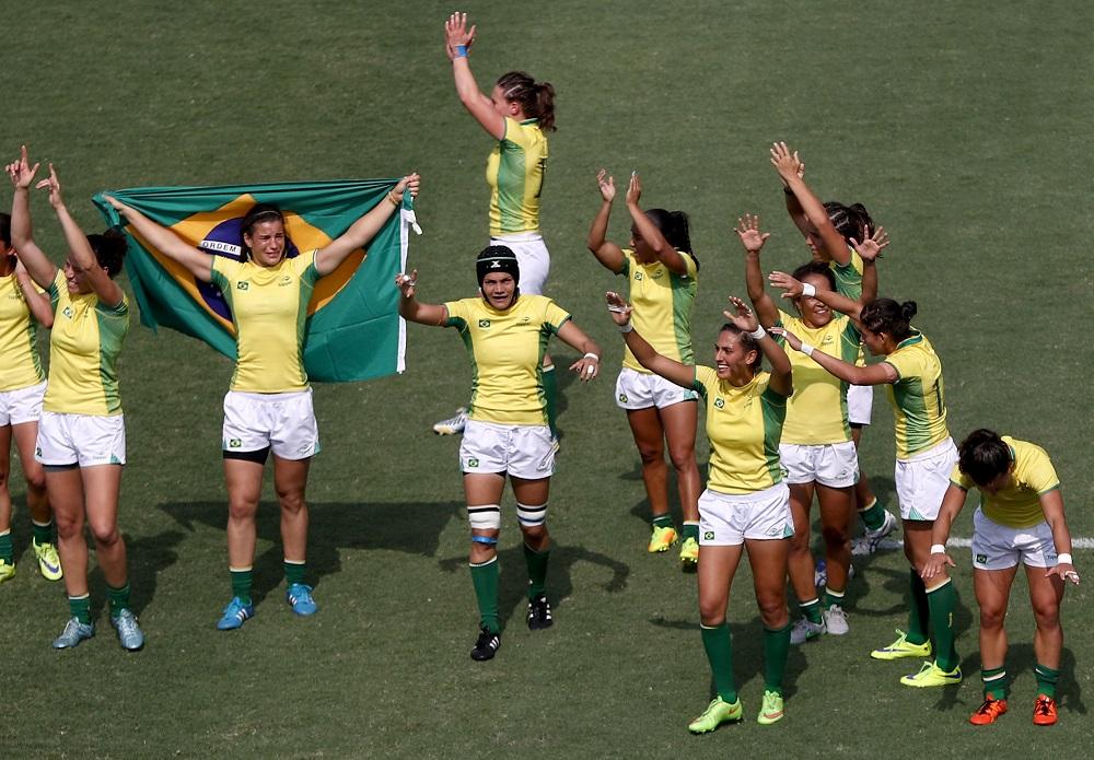 リオ五輪を勝利で締めくくり、笑顔でサポーターにあいさつするブラジル代表(C)Getty Images