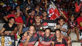 フィジーのスバで1年ぶりにスーパーラグビーが開催され、観戦を楽しむ人々(C)Getty …
