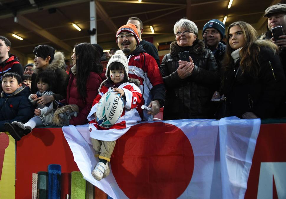 グロスターで日本代表を応援したファン。力をもらった選手はロシアに勝利(C)Getty Images