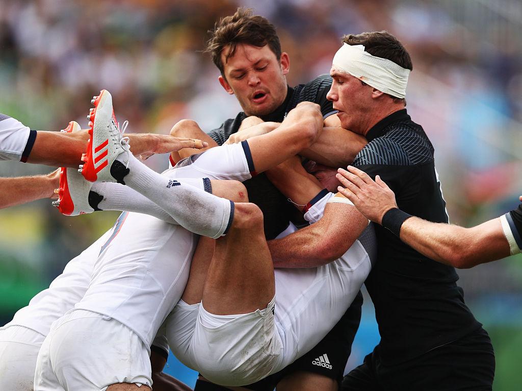 5〜8位決定トーナメント、フランス(白)とニュージーランドの激しい攻防(C)Getty Images