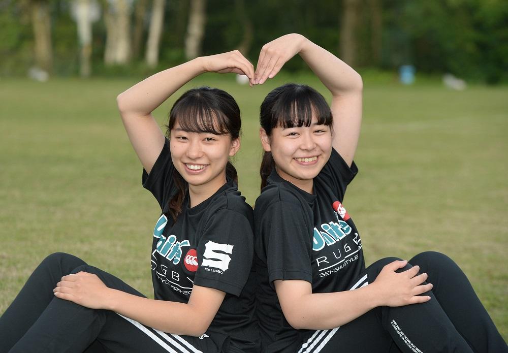 専修大学の女子マネージャー。目黒ゆうかさん(左)と村田夢翔さん(C)Hiroaki.UENO