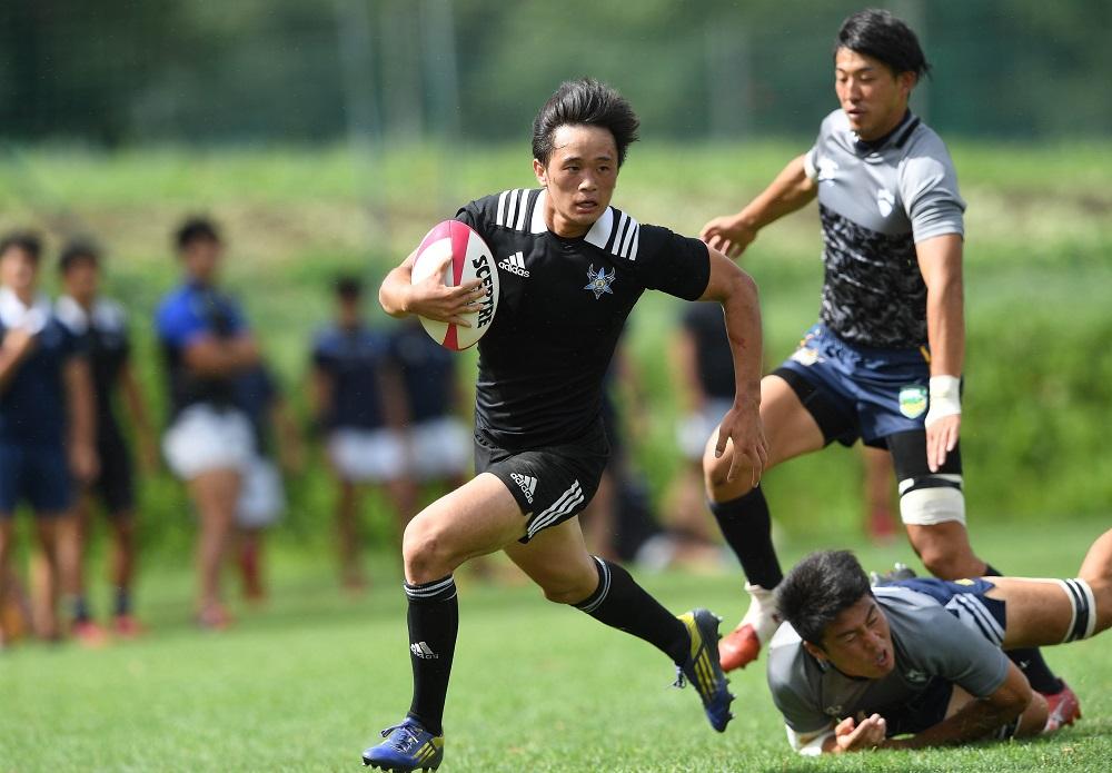 菅平で青山学院大と練習試合をおこなった東洋大(黒)、52−19で勝利(C)Hiroaki.UENO