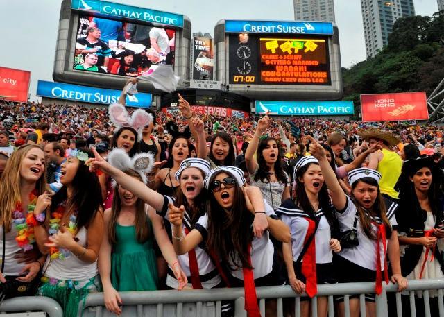 華やぐ香港セブンズ 楕円球とともに踊る夢空間