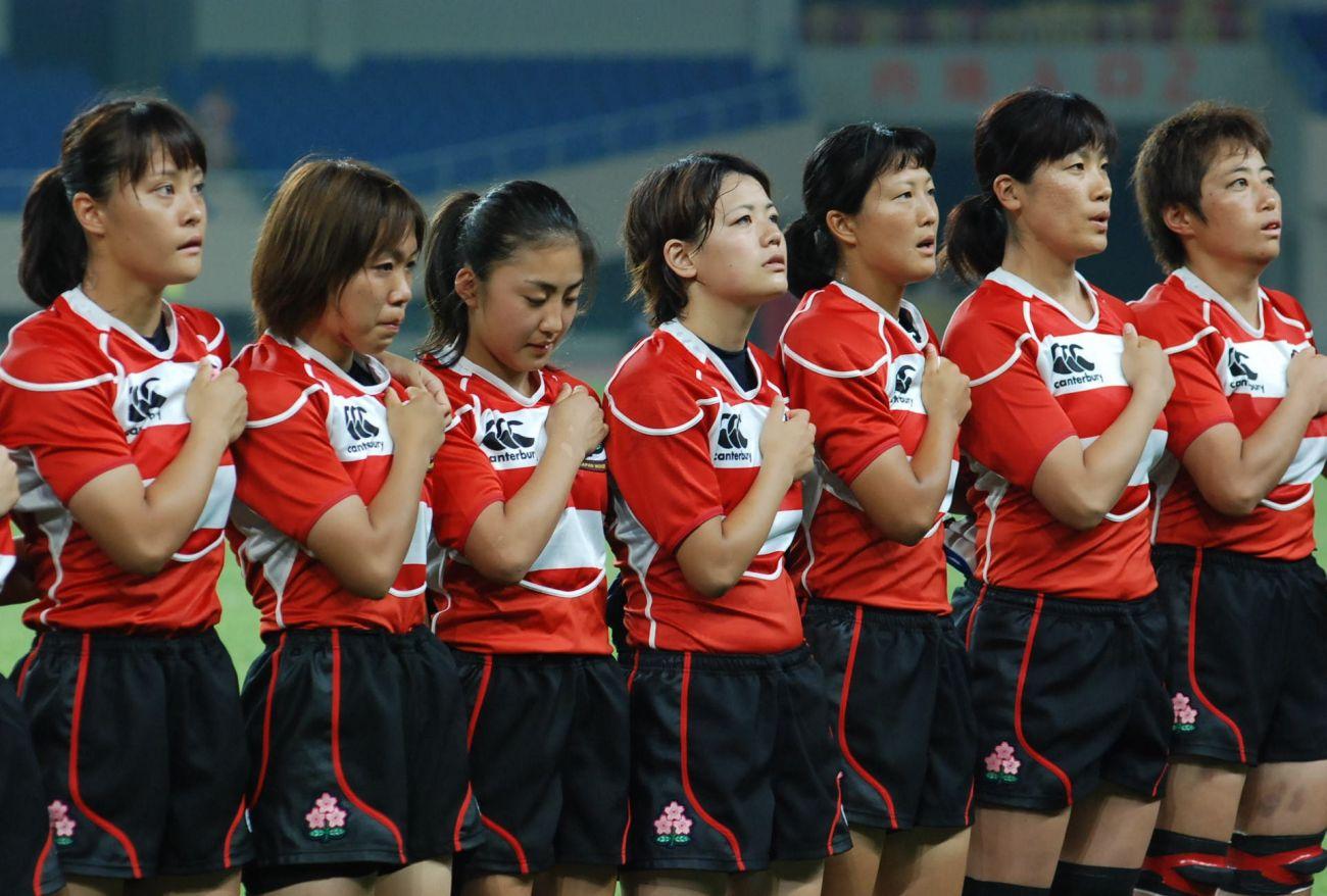 アジア4カ国対抗決勝、カザフスタン戦を前に君が代を歌う女子15人制日本代表(撮影:萬井淳)