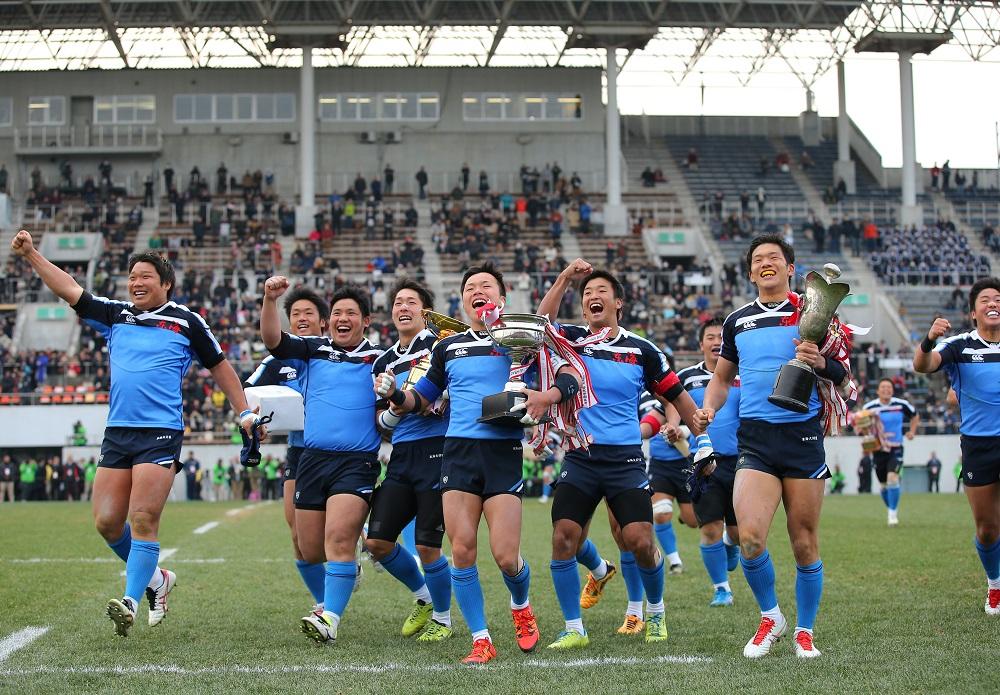 高校ラグビー3冠の偉業を達成した大阪・東海大学付属仰星高校。花園で最高の笑顔(撮影:毛受亮介)