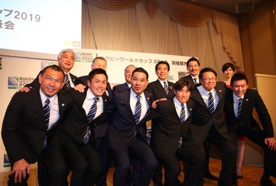 RWC2019へ向け、がっちりスクラム。岩手県釜石市など12都市が開催地に決定(撮影:松本かおり)