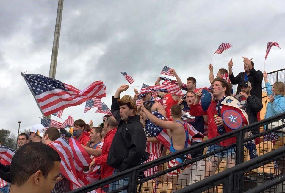 2015W杯出場を決めたアメリカ。ファンも大喜びで「USA !」(撮影:HIROYUKI TADA)