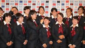 世界と戦う準備はできた。充実の女子日本代表、フォトセッション前のひととき(撮影:松本かお…