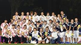 アジアの良きライバル。金銀銅のメダルに輝いた日本、中国、カザフスタンの女子(撮影:出村謙…