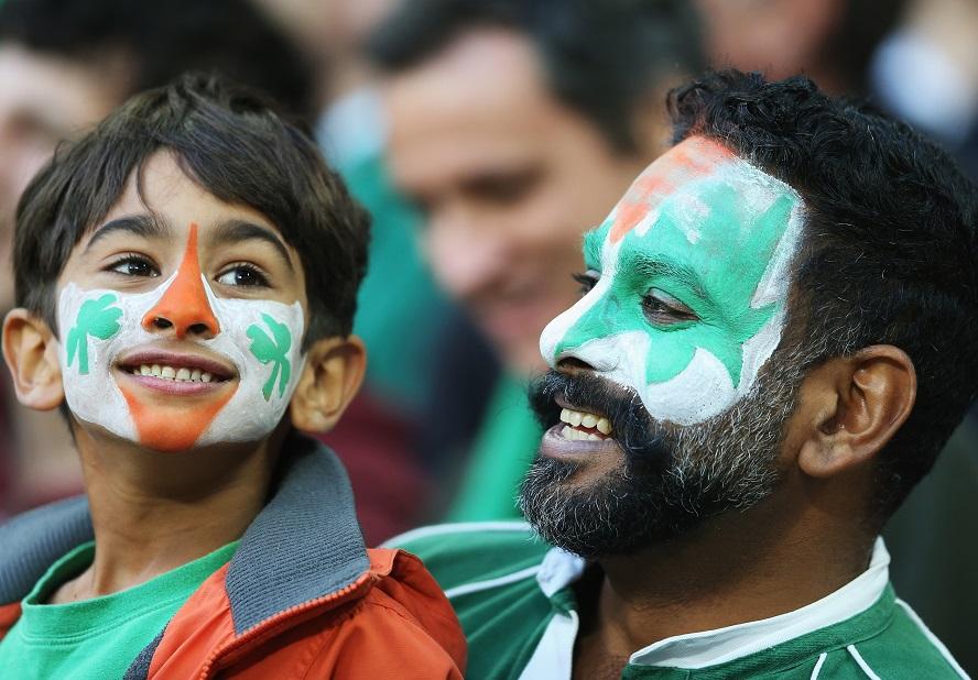 親子だろうか。スタジアムでラグビーW杯を観戦したアイルランドファン(C)Getty Images