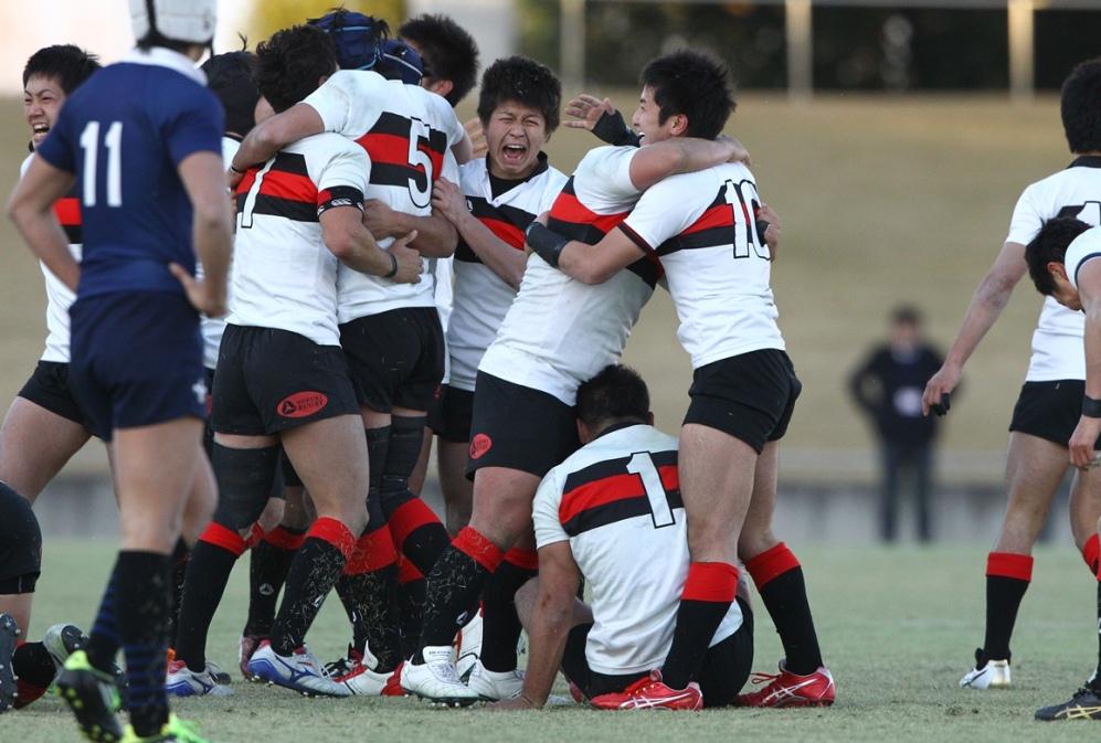 関東大学対抗戦の入替戦で立教大に競り勝ち、Aグループ昇格を決めた成蹊大の選手たち(撮影:BBM)