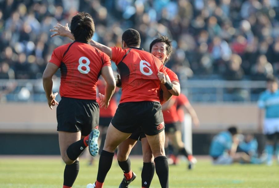 4年連続の大学日本一を成し遂げた帝京大。真紅のジャージーが国立でひときわ輝いた(撮影:松本かおり)