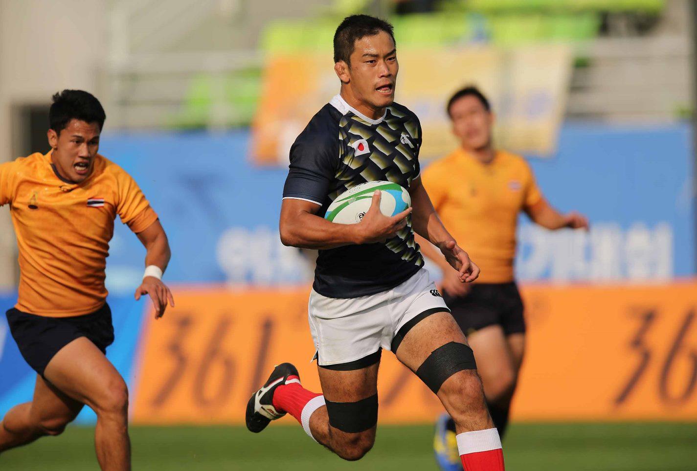 アジア大会初日、タイ戦で力走する男子セブンズ日本代表の桑水流裕策(撮影:長岡洋幸)