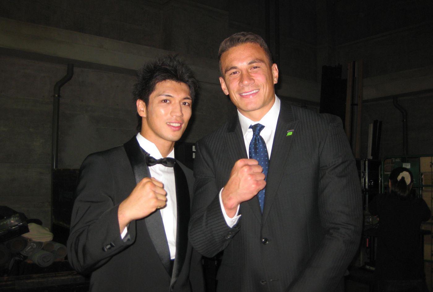 スカパー!の表彰式でロンドン五輪ボクシング金メダリスト村田諒太さんと一緒になったSBW(撮影BBM)