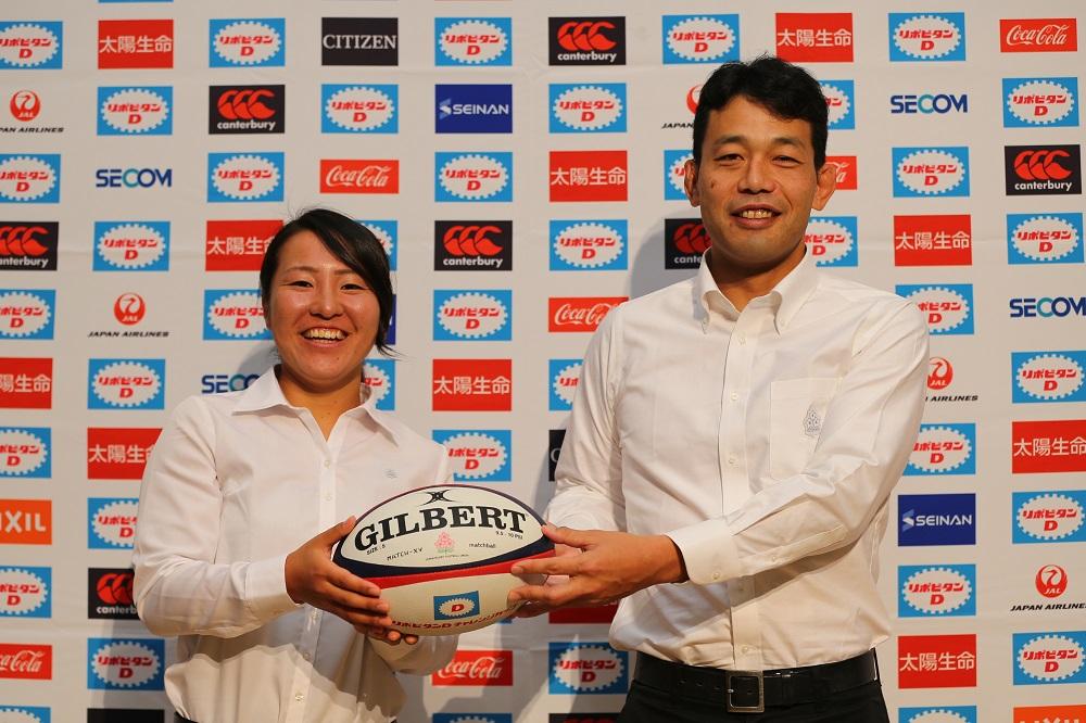 4大会ぶりのW杯出場を目指す女子日本代表の斎藤聖奈主将と有水剛志HC(撮影:松本かおり)
