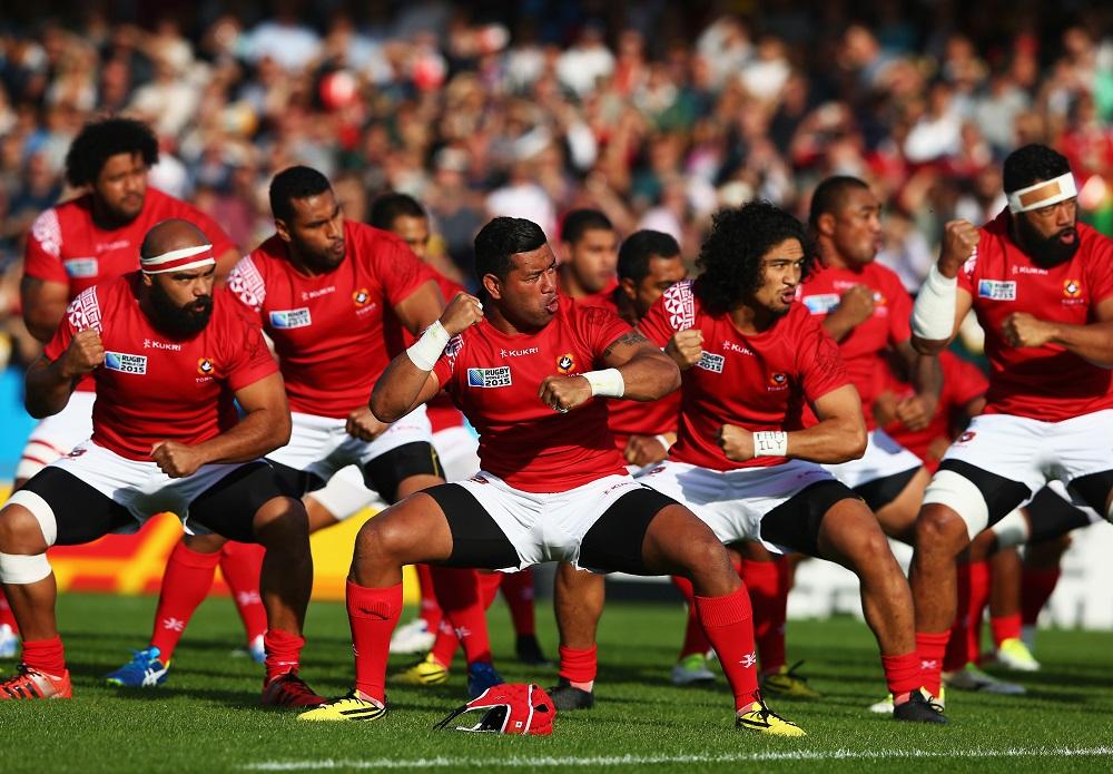 戦闘前の大事な儀式、「シピタウ」をおこなうトンガ代表の選手たち(C)Getty Images