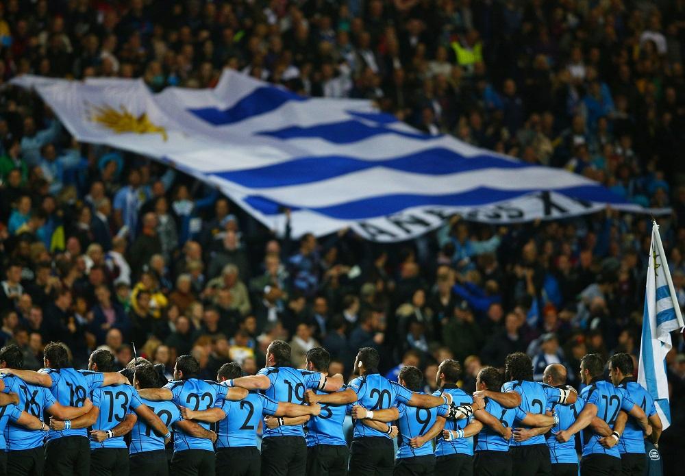 南米の誇り。ウルグアイ代表を応援するサポーターも情熱的だった(C)Getty Images