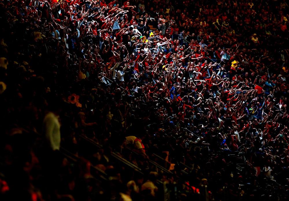 カーディフのミレニアムスタジアムで大声援を送るウェールズのファン(C)Getty Images