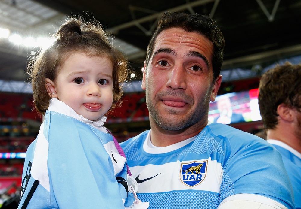 NZに惜敗したが健闘だったアルゼンチン。試合後レギサモンが愛娘と一緒に(C)Getty Images