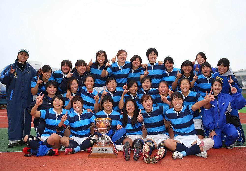 15人制の全国女子選手権大会で連覇を遂げた日本体育大学ラグビー部女子(撮影:松本かおり)