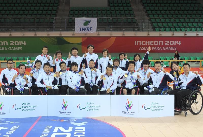 2014アジアパラ競技大会で金メダルを獲得したウィルチェアーラグビー日本代表(撮影:吉村もと)