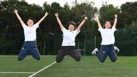 関西学院大MGを代表し1年生が登場。左から松本さん、黒岩さん、小西さん(C)Hiroak…