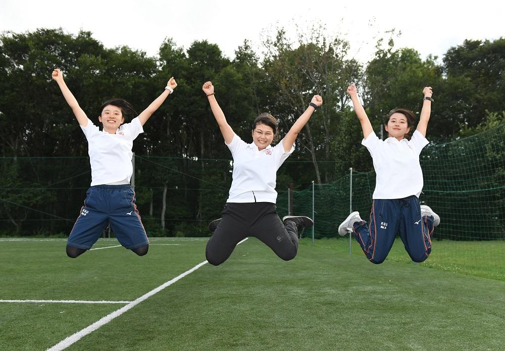 関西学院大MGを代表し1年生が登場。左から松本さん、黒岩さん、小西さん(C)Hiroaki.UENO