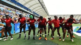 コモンウェルスゲームズのセブンズで南アを下したケニア女子、歓喜のダンス(C)Getty …