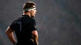 NZ代表マコウ主将、決勝出場停止の可能性 南ア選手にひじ打ち?