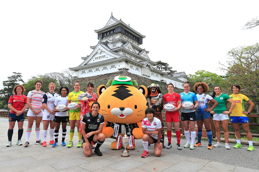 女子セブンズの最高峰が北九州にやってきた! 小倉城をバックに各国主将たち(C)World Rugby