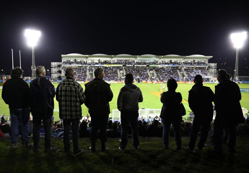 木曜NZナイトゲーム、ノースランド対ノースハーバー戦を観る多くのファン(C)Getty Images